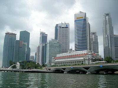 ☆ マーライオンとシンガポールのビル群 マーライオン公園とマーライオン公園周辺のシンガポールの街